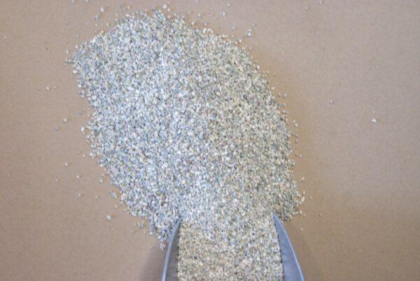 Basaltmeel verbreekt onderlinge binding tussen lutumdeeltjes